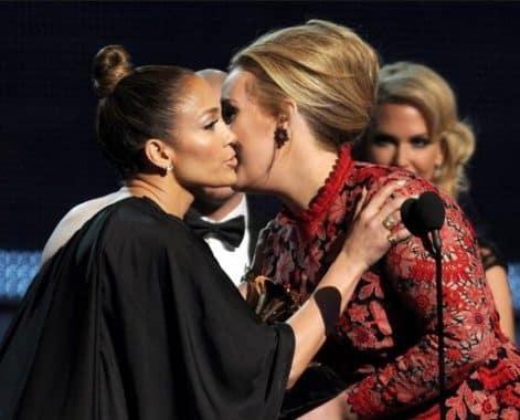 Air Kiss: Pengertian Dan Contoh Kalimatnya Dalam Bahasa Inggris