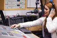 3 Contoh Dialog Bahasa Inggris Dengan Tema Radio