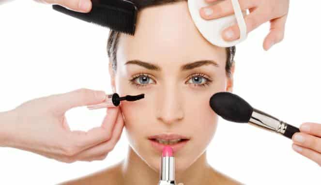 3 Dialog Bahasa Inggris Tentang Makeup Lengkap Beserta Artinya