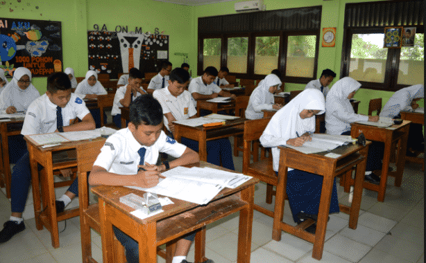 Contoh Soal Pilihan Ganda Dan Esay Bahasa Inggris Kelas 8